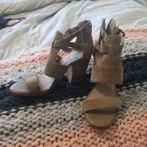 Hinge, block heel, grey